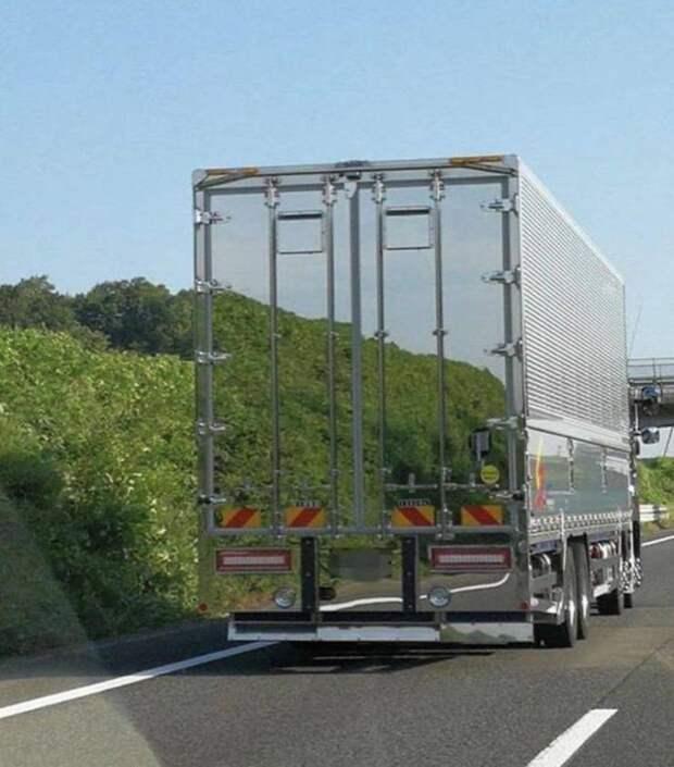 Зеркальное отражение грузовик