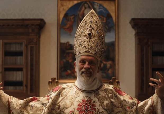 Неон, стильный Малкович и Джуд Лоу в коме: вышел второй трейлер «Нового папы»