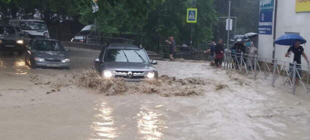 Ялту затопило, город может остаться без света