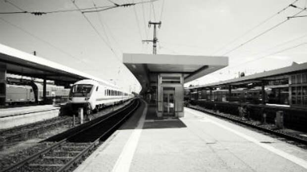 На вокзале в Баварии мужчина с криками «Аллах акбар» ранил четырех человек