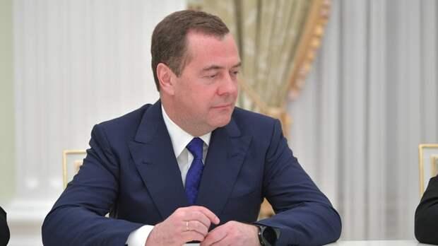 Дальше хоть трава не расти: Медведев предупредил о печальных последствиях для Белоруссии