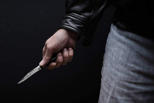 Неизвестный с ножом преследовал мужчину в проезде Шокальского