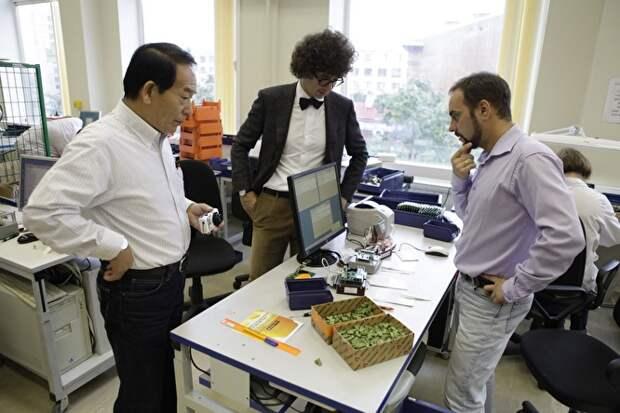 Сын Сергея Левчука Михаил курирует зарубежные проекты, в которые компания вкладывает прибыль