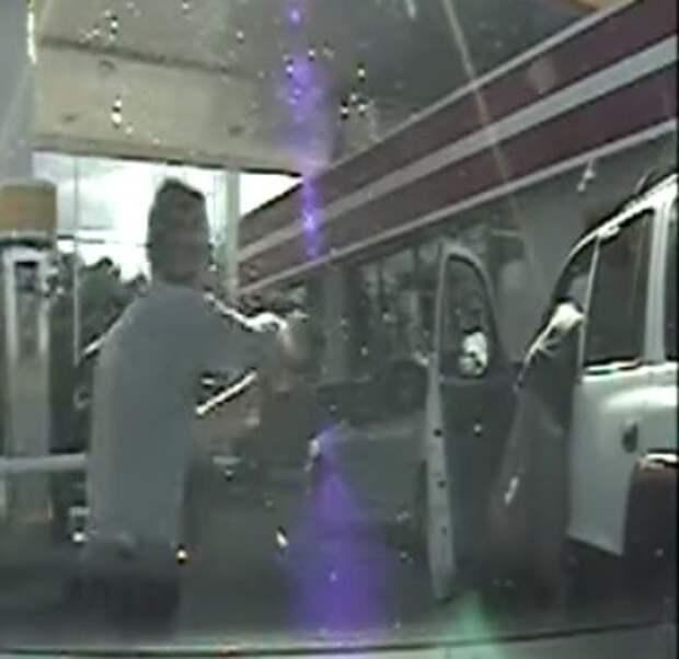 Расстрел безоружного водителя запечатлел регистратор (ВИДЕО)