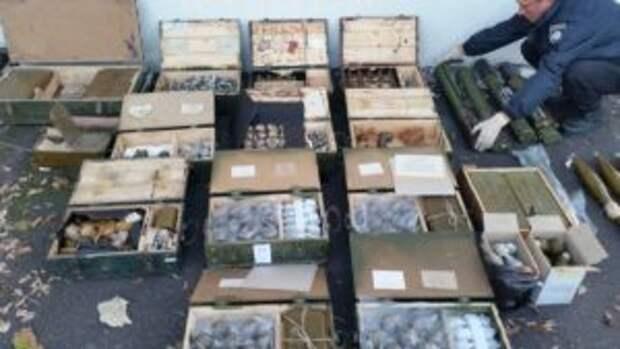 ГПУ: на Украине нашли тайные склады с бронетехникой и 100 т боеприпасов