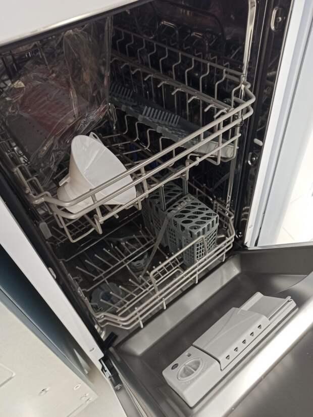 Нет, вы не должны споласкивать перед посудомойкой посуду — это вредно! 6 ошибок владельцев посудомоечных машин