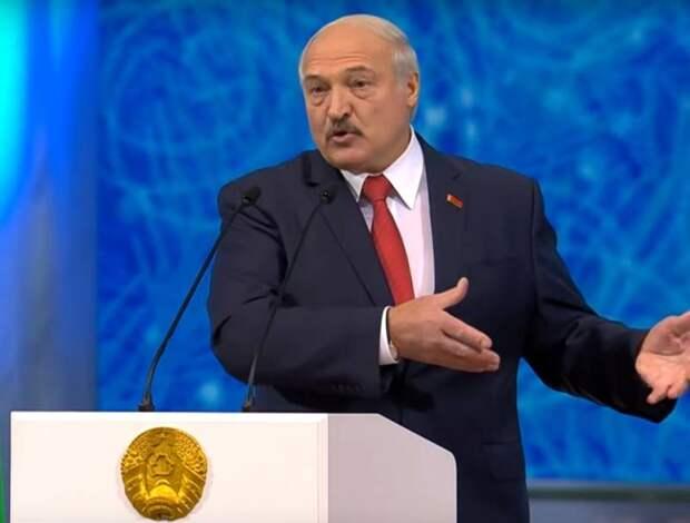 Лукашенко: РФ хочет продавать в Беларусь нефть по ценам выше мировых