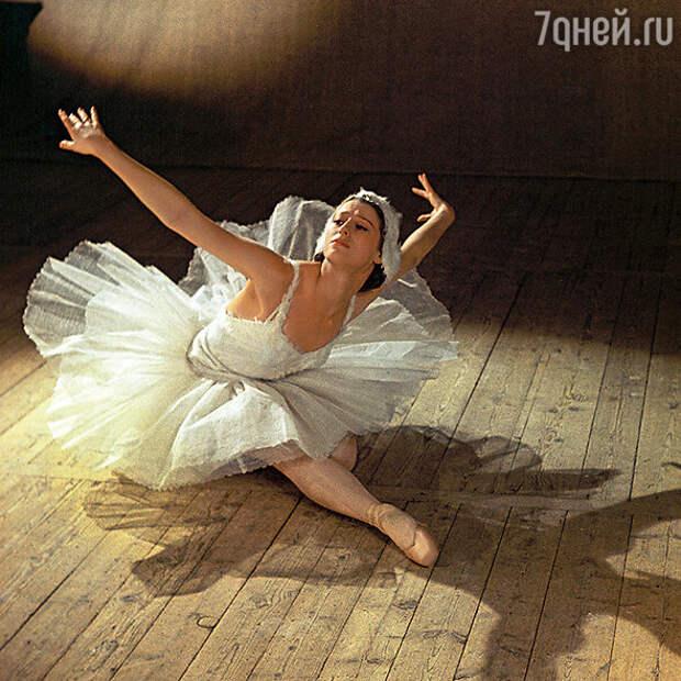 Майя Плисецкая много лет была на особом контроле у КГБ