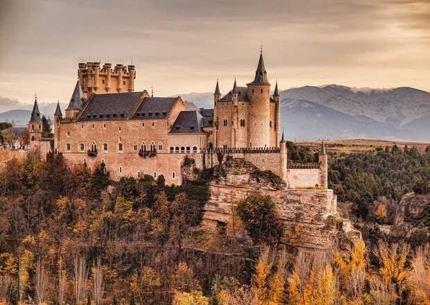 Фото №4 - В гостях у сказки: самые впечатляющие замки Европы