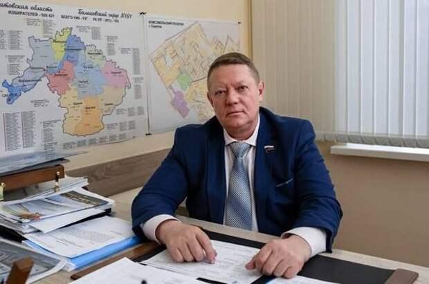Панков: Нужно полностью заменить асфальт на ул. Комарова, а не латать ямы
