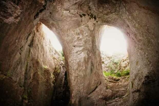 Вход в пещеру. Источник https://images.app.goo.gl/uHDcLiYngcJAy4Cf8