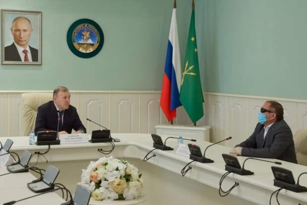 Глава Адыгеи провел встречу с руководителем Адыгейской республиканской организации Всероссийского общества слепых