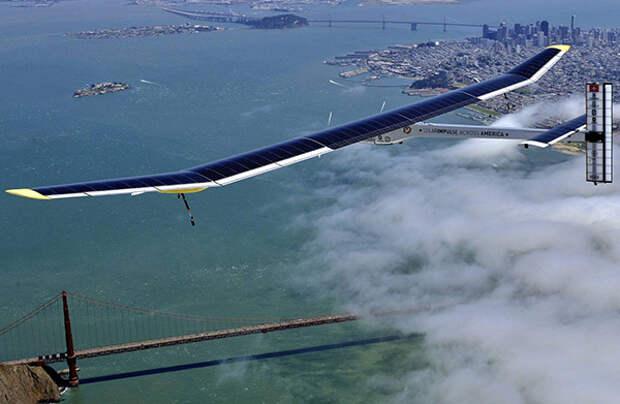 Solar Impulse 2 успешно приземлился в Калифорнии после трех дней полета над Тихим океаном