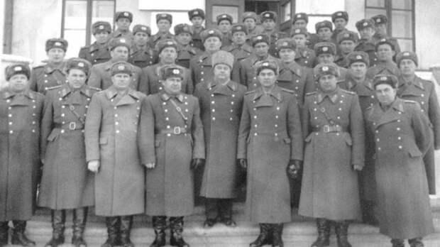 Скатки из шинели носили только солдаты, офицеры выше рангом так не делали / Фото: ok.culture.ru