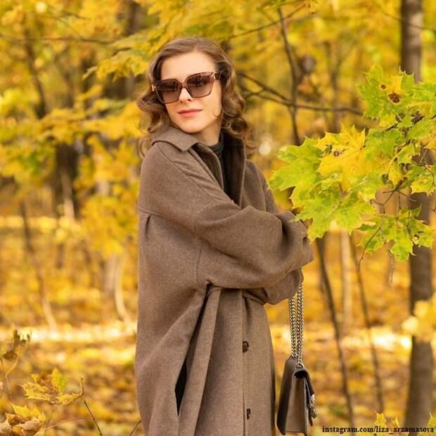 Лиза Арзамасова похвасталась талией через пару месяцев после родов