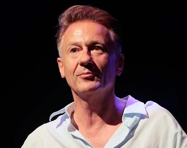 Олег Меньшиков планирует сократить половину труппы своего театра