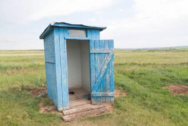 Россиян, использующих туалет с выгребной ямой, обяжут получить лицензию на обращение с опасными отходами