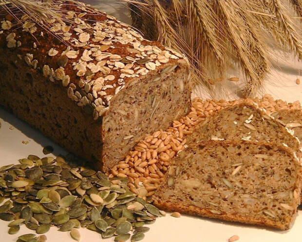 Хлеб из цельных злаков крупного помола. \ Фото: eco-lakomka.ru.