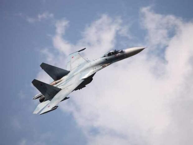Российский истребитель Су-37 сорвал переброску В-52 на Ближний Восток
