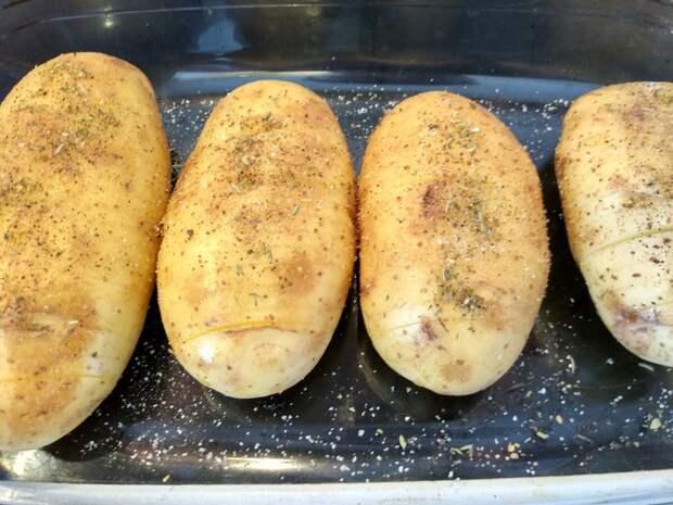 Запечённый картофель «Хассельбек» с ветчиной и сыром еда, рецепт, фоторецепт, рецепт вкуса, рецепты тралекс, длиннопост