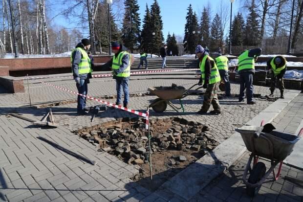 Сквер Победы начали ремонтировать в Ижевске