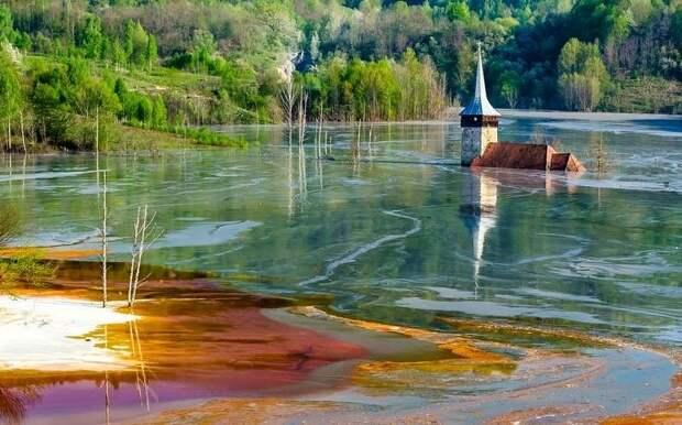 Румынская деревня, на месте которой образовалось токсичное озеро