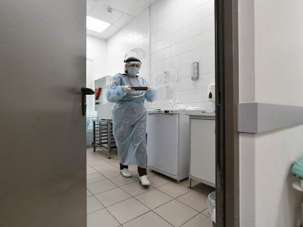 Эксперт рассказал, когда заболеваемость COVID-19 в России может пойти на спад