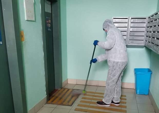 Дезинфекция проходит ежедневно: фото:управа района Северный