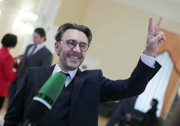 Шнуров предложил платить россиянам за просмотр сериалов
