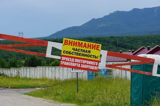 Кавказские минеральные войны: как знаменитый завод прекратил работать из-за шлагбаума на дороге