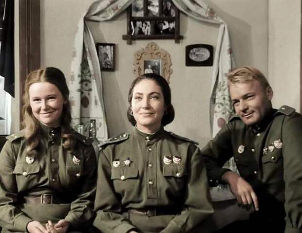 Ольга Матешко. Кадр из фильма «В бой идут одни «старики», 1974 г.
