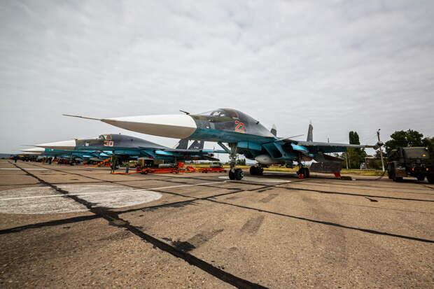 В Воронежской области экипажи истребителей Су-34 Западного военного округа провели учебное бомбометание