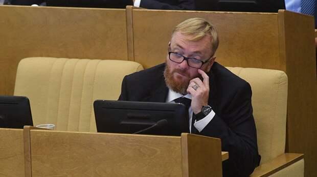 Милонов объяснил, почему чиновники должны летать бизнес-классом