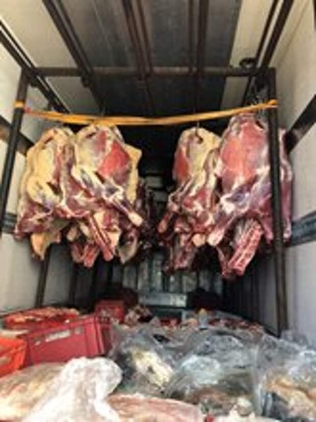 В Крым попытались нелегально провезти 800 кг говядины
