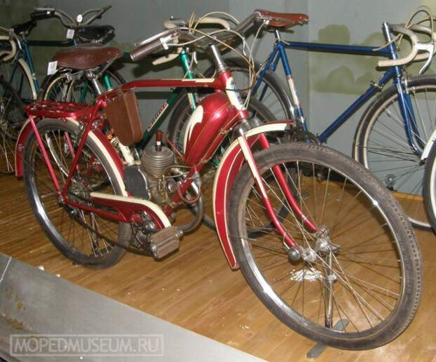 """В 1958 году специально под двигатель """"Д-4"""" Харьковский велозавод начал выпускать велосипед В-901. история, мопеды, техника"""