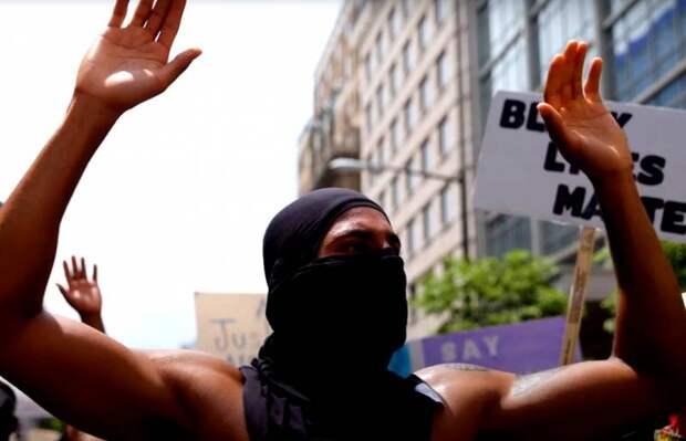 Беспорядки в США: в выступлениях афроамериканцев ФБР «находит» «китайский след»