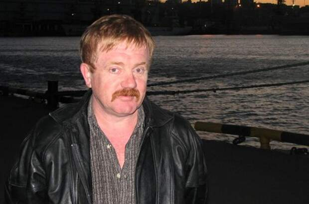 Как поменялся друг Электроника Макар Гусев (актер Василий Скромный) с течением времени.