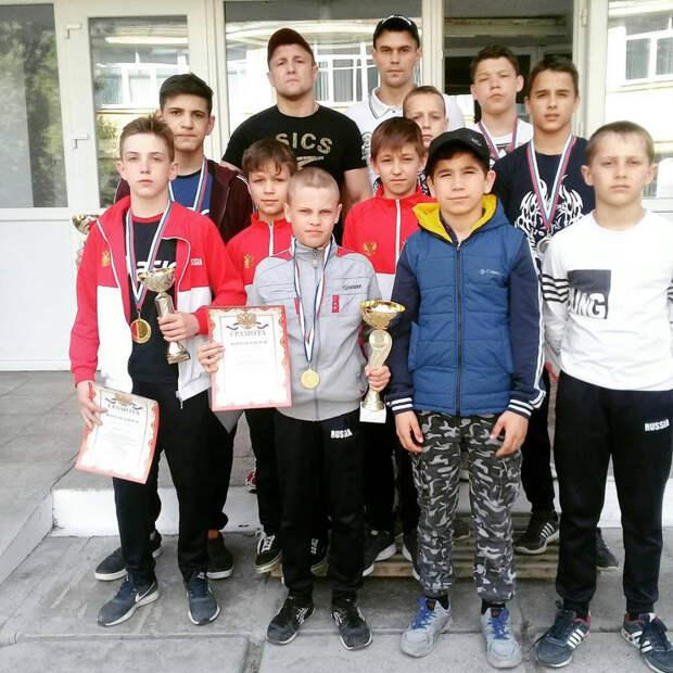Воспитанники красногвардейской школы борьбы победили во всероссийском турнире юных борцов-классиков 3