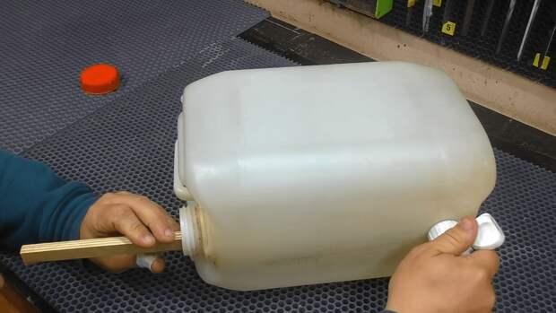 Крутая самоделка из пластиковый канистры: нужное приспособление для дачи