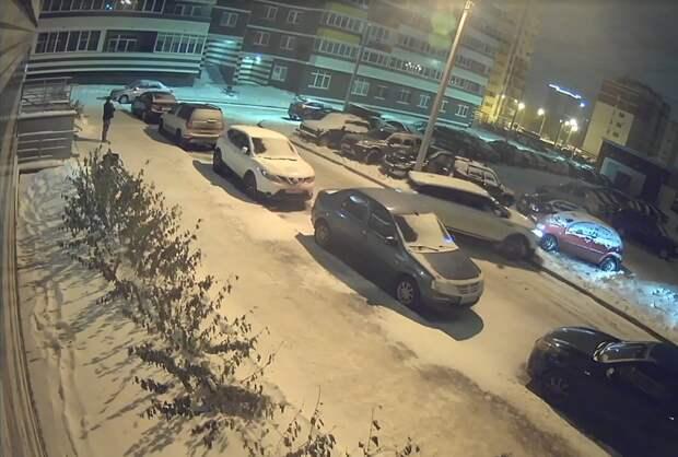 Повредившего 7 автомобилей в городке Металлургов Ижевска водителя лишили прав