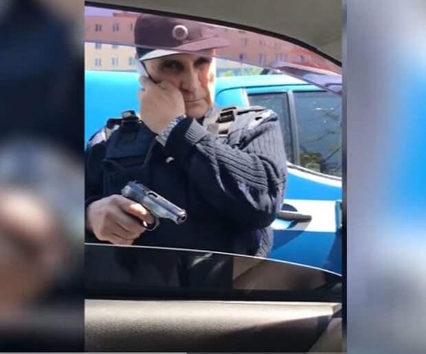 """Сотрудники «Спецсвязи» грозились застрелить водителя из-за того, что он их """"подрезал"""""""