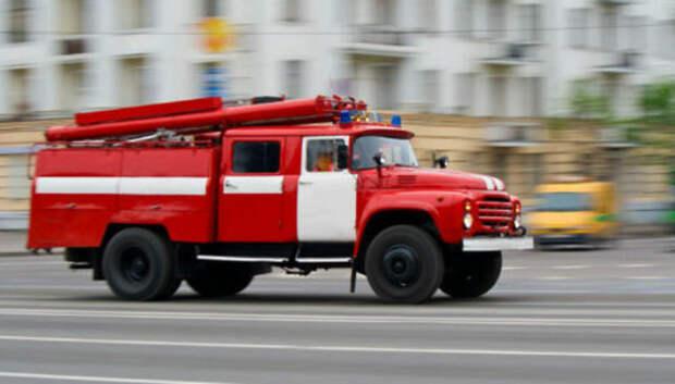 Пожарные ликвидировали возгорание в одном из гаражей Подольска