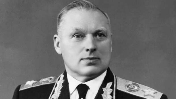 Знатные предки, пытки НКВД и роман с Серовой: правда и мифы о маршале Рокоссовском