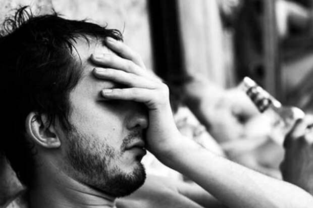 Утро 1 января  часто кажется настоящим адом из-за головной боли после всего выпитого. Фото с сайта arkalika.ru