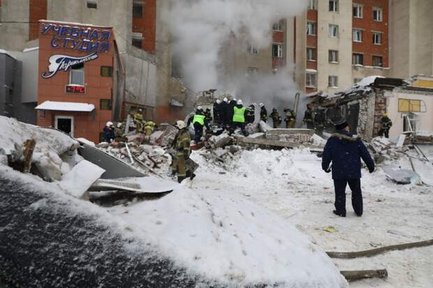 Женщину извлекли из-под завалов после хлопка газа на Мещерском бульваре