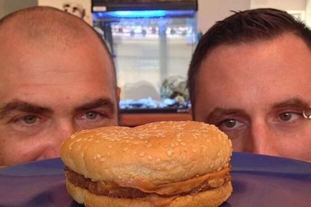 Какая нямка: чизбургер, которому исполнилось 20 лет