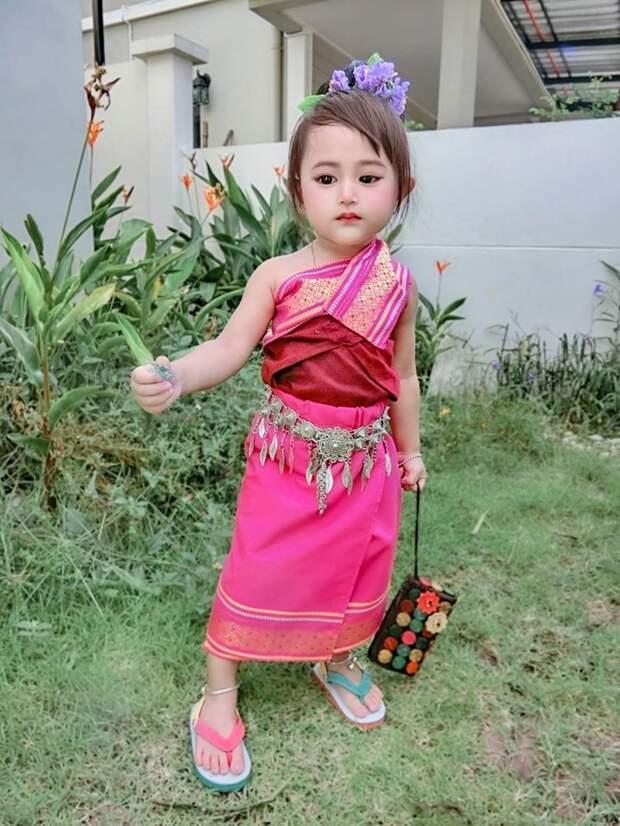Многие не верили в естественную красоту девочки, пока не увидели ее маму