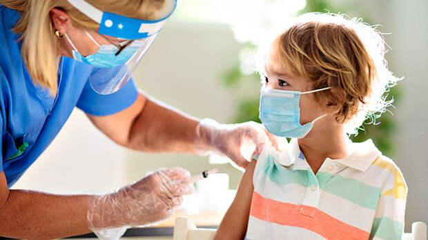 Капли в нос: В России разрабатывают детскую вакцину от коронавируса