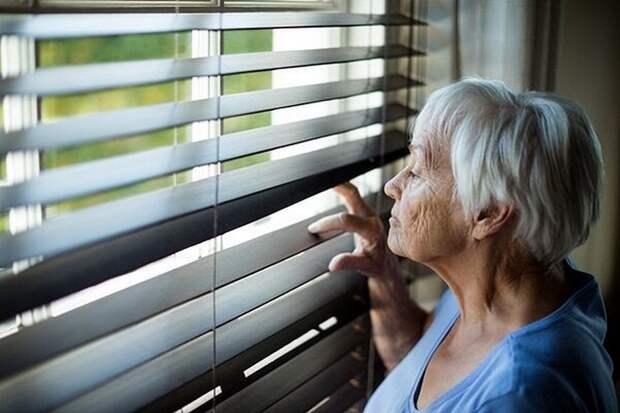 «Снимем тебе, мать, хорошую квартиру где-нибудь в области, тебе же на работу не ездить!» – заявил сын