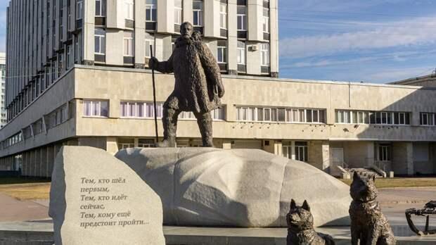 Памятник всем полярникам